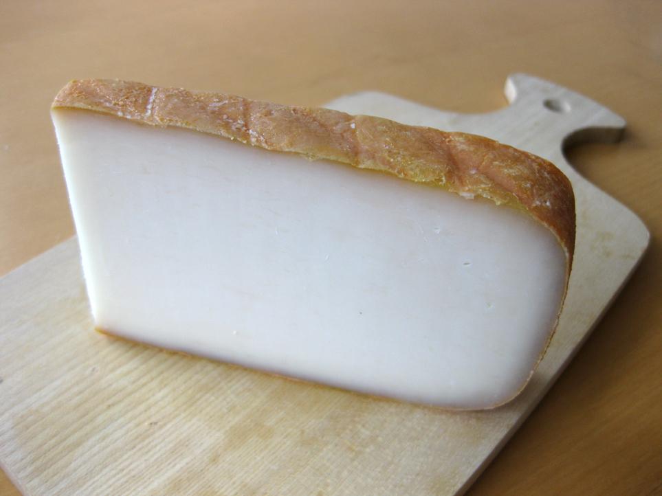 ヤギの乳で作るチーズ、シェーブ...